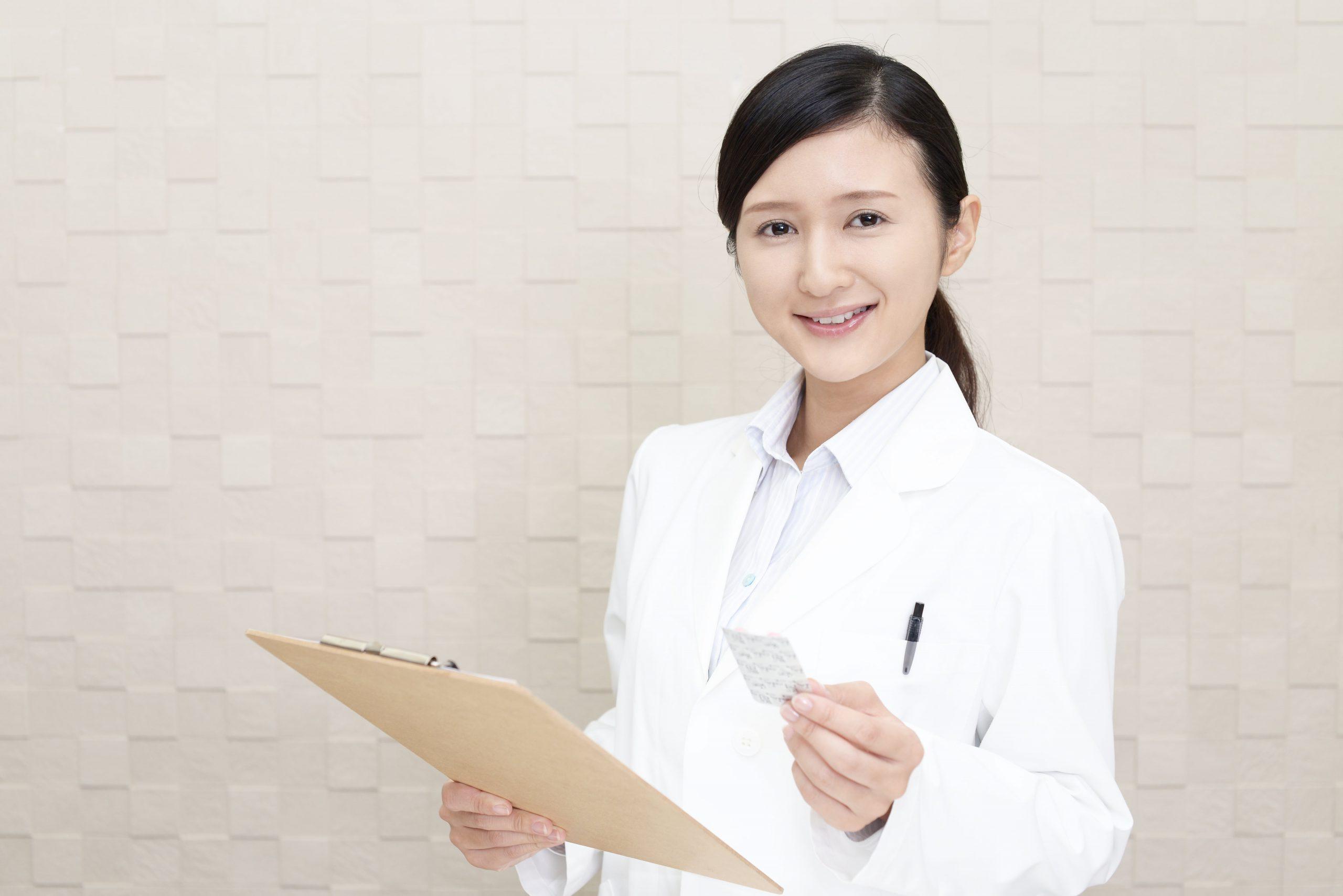 英語による服薬指導のビデオ 日本人の薬剤師&外国人患者 @薬局にて